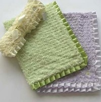 Cabbage Rose Pleated Ribbon Blanket